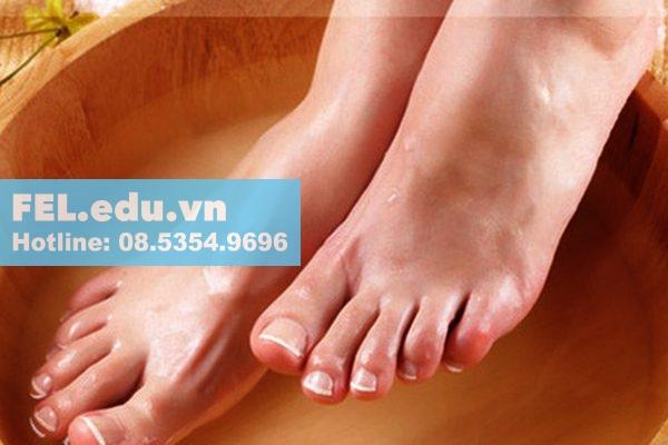 Ngâm chân bằng tinh dầu aroma
