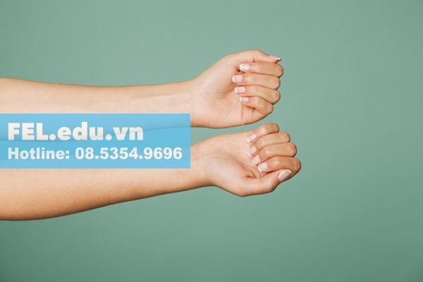 Nhỏ vài giọt tinh dầu arroma lên mặt trong của cánh tay để kiểm tra có bị kích ứng không