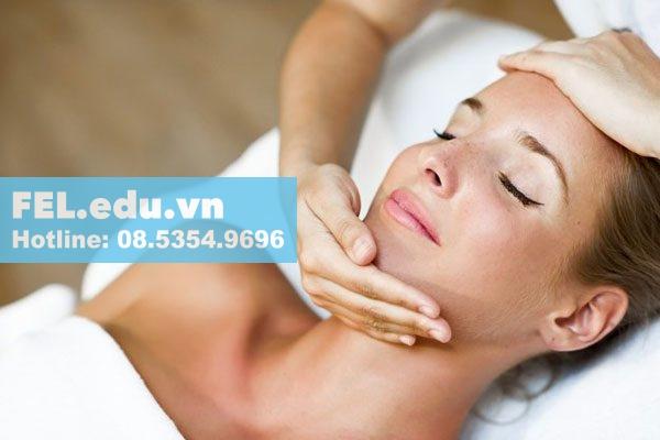 Dùng tinh dầu trà xanh để massage da mặt