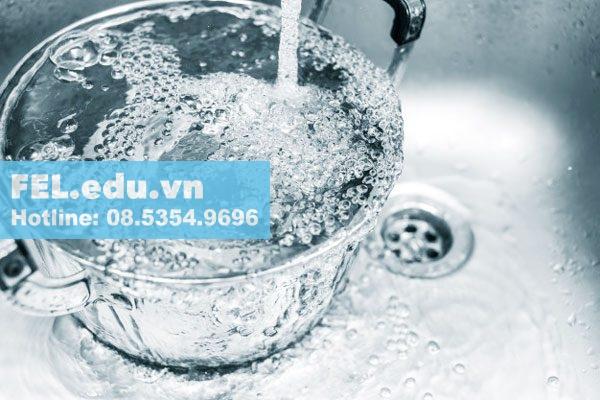 Sử dụng chậu nước sạch để kiểm tra
