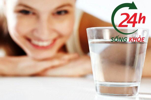 Lưu ý: Uống đủ nước mỗi ngày để điều trị trĩ hiệu quả
