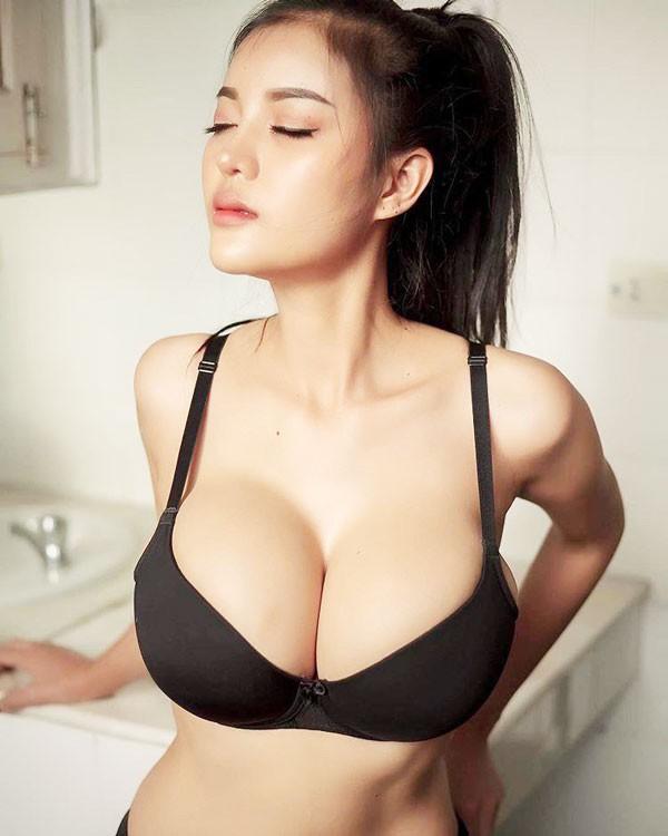 Những cô gái mông to, ngực bự