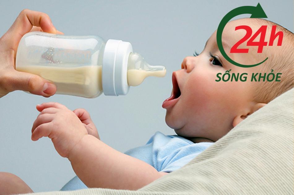 Cách chăm sóc trẻ sơ sinh để hạn chế tình trạng trớ sữa