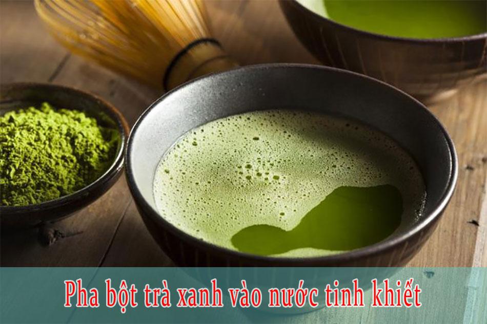 Pha bột trà xanh vào nước tinh khiết