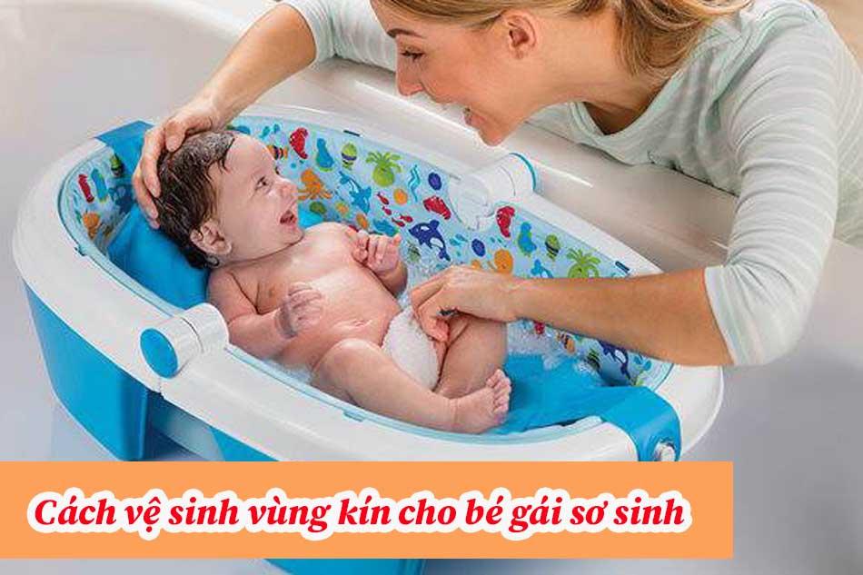 Cách vệ sinh vùng kín cho bé gái sơ sinh