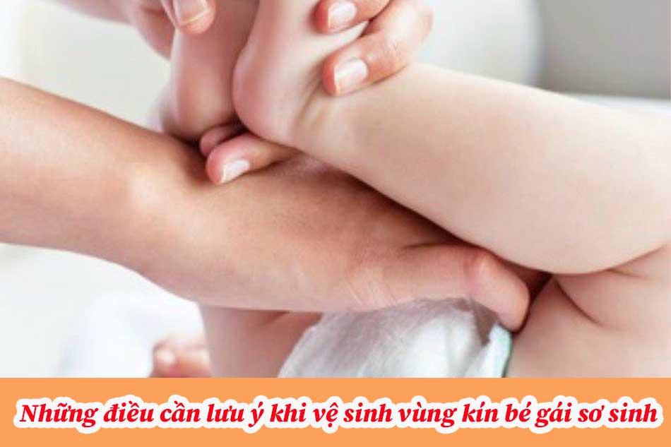Những điều cần lưu ý khi vệ sinh vùng kín bé gái sơ sinh