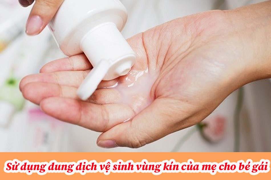 Sử dụng dung dịch vệ sinh vùng kín của mẹ