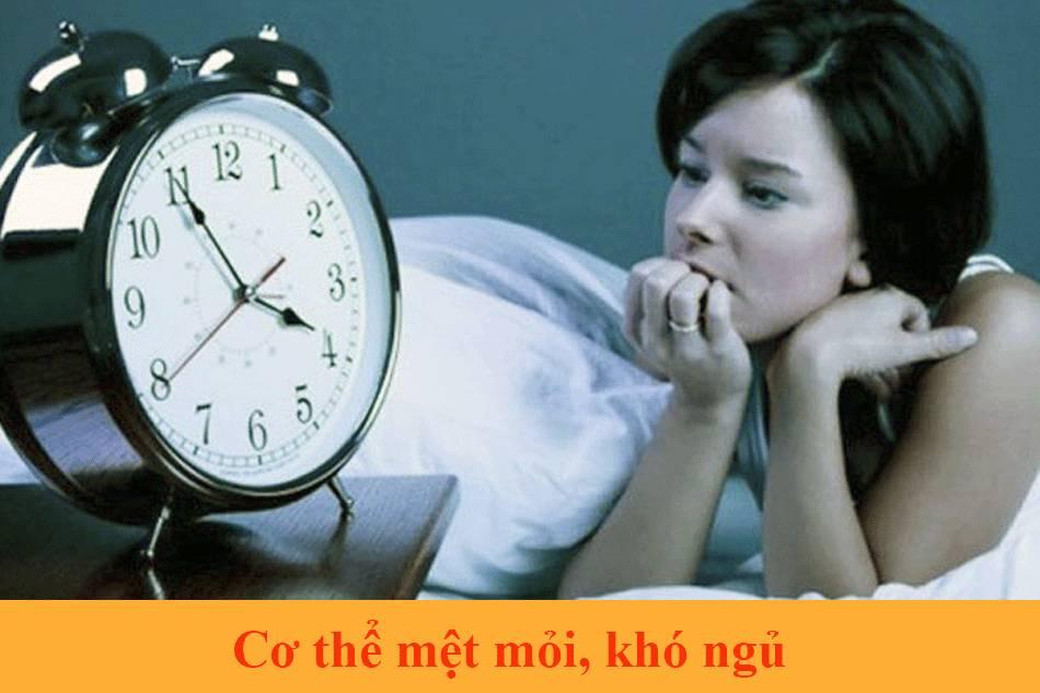 Cơ thể mệt mỏi, khó ngủ dấu hiệu đến kì kinh sau sinh