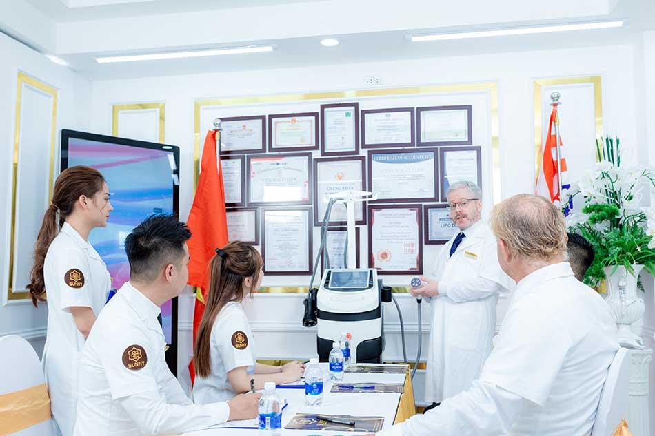 Hình ảnh đội ngũ Chuyên gia y bác sĩ tại TMV Sunny